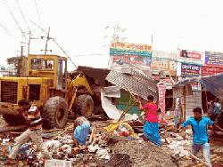 ঢাকা-চট্টগ্রাম মহাসড়কের সিদ্ধিরগঞ্জে অবৈধ স্থাপনা উচ্ছেদ