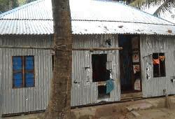 গোপালগঞ্জে বাড়িতে হামলা ও মারপিটের অভিযোগ