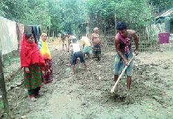কমলগঞ্জে স্বেচ্ছাশ্রমেগ্রাম্য রাস্তা সংস্কার