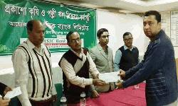 চাঁপাইনবাবগঞ্জে বেসিক ব্যাংক ৪২ লক্ষ টাকার কৃষি ঋণ প্রদান