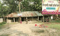 চন্দ্রগঞ্জ অর্থের অভাবে বন্ধ হয়ে যাচ্ছে প্রাথমিক বিদ্যালয়
