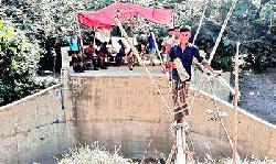 সংযোগ সড়কের অভাবে চার গ্রাম মানুষের দুর্ভোগ চরমে