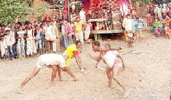 মহাদেবপুরে হারিয়ে যাচ্ছে গ্রাম বাংলার ঐতিহ্যবাহী লাঠি খেলা