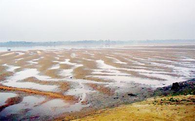 রাঙ্গুনিয়ায় কর্ণফুলীতে চর নাব্যতা হারাচ্ছে নদী