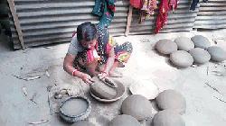 দিনাজপুরের নবাবগঞ্জে হারিয়ে যাচ্ছে ঐতিহ্যবাহী মৃৎশিল্প